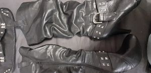 Womans size 8 heel boots & matching clutch